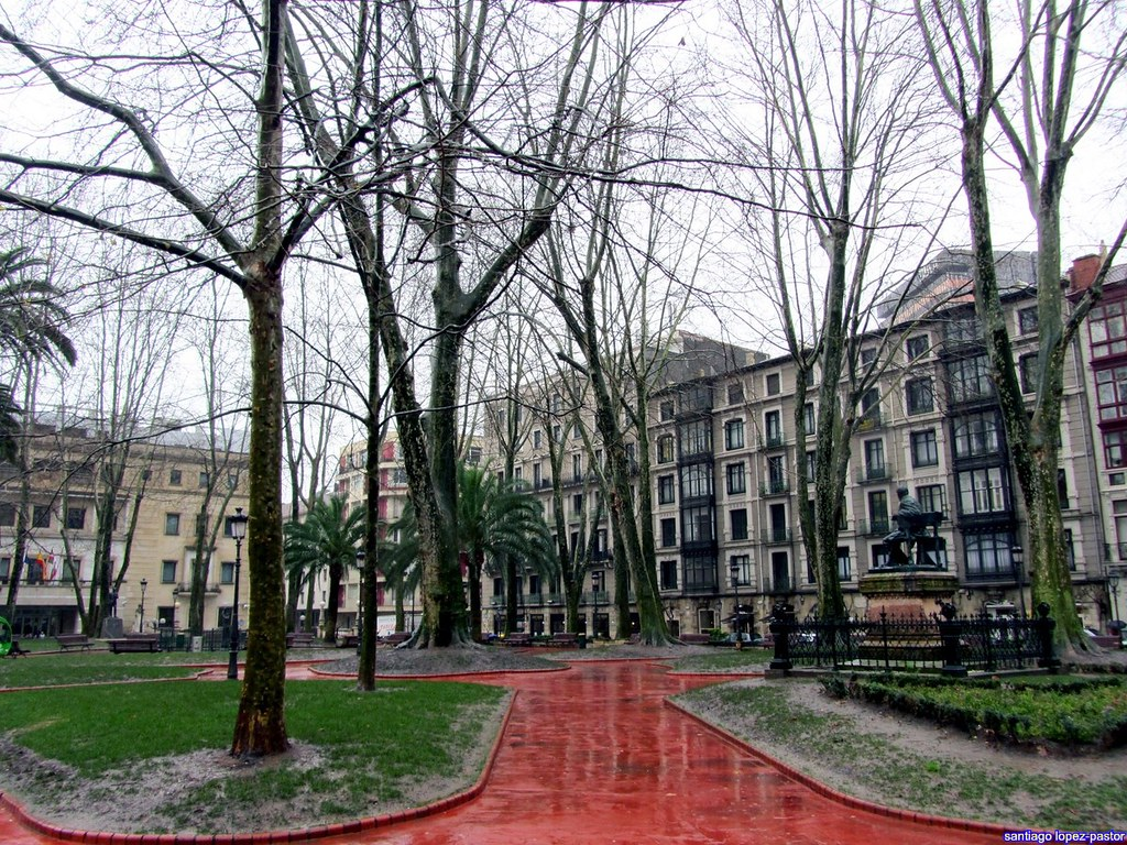 Viaje al norte bilbao donostia pamplona logro o for Jardines de albia