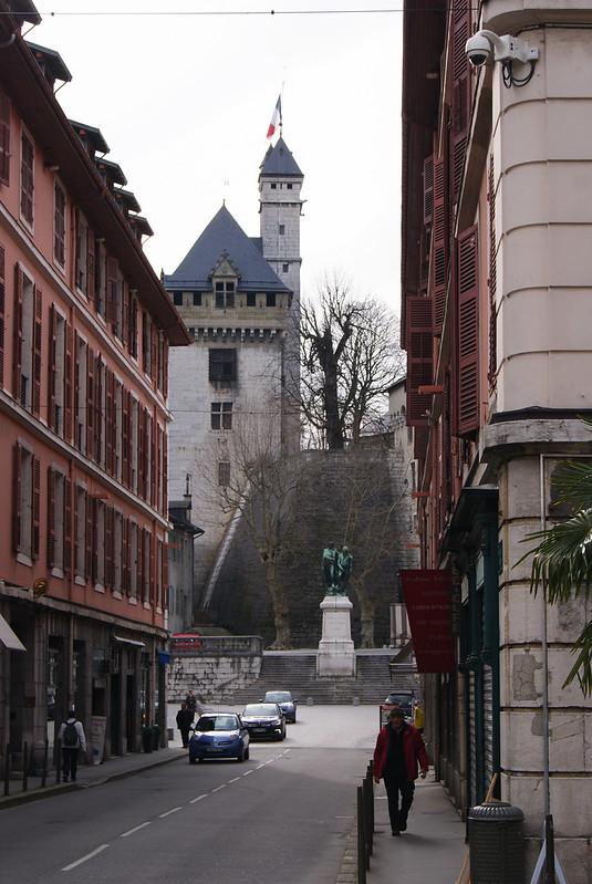 Rue de Boigne et le château des Ducs de Savoie