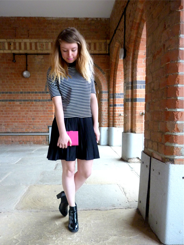 Pink accessories | Fashion blogger styling | monochrome and breton