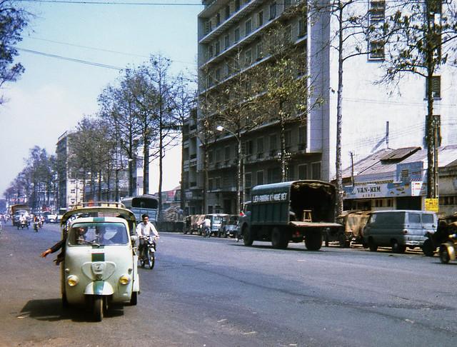 Around Saigon 1968 - Đường Trần Hưng Đạo (nay là Ký Túc Xá 135 Trần Hưng Đạo)