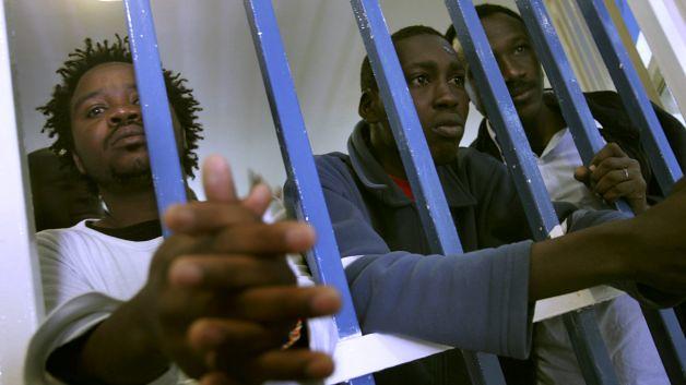 Há mais negros do que nunca nas penitenciárias dos EUA - Créditos: Mother Jones Twitter @bet