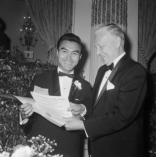 New York 10 May 1966 - Nhiếp ảnh gia Kyoichi Sawada của UPI nhận giải Pulitzer về bức ảnh chiến tranh VN chụp năm 1965 tại Qui Nhơn
