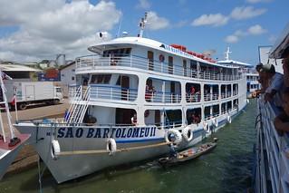 Barco Bartolomeu III a desembarcar