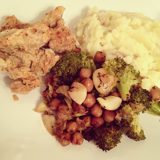 Dinner: chicken fried seitan, mashed potatoes and 40 cloves chickpeas and broccoli. #vegan