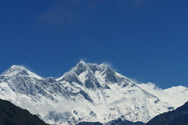前面是洛子,后面是珠峰