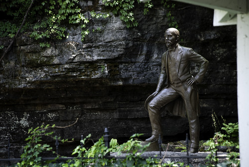 statue cabin nikon unitedstates nashville tennessee lynchburg limestone cave distillery jackdaniels 2012 d80
