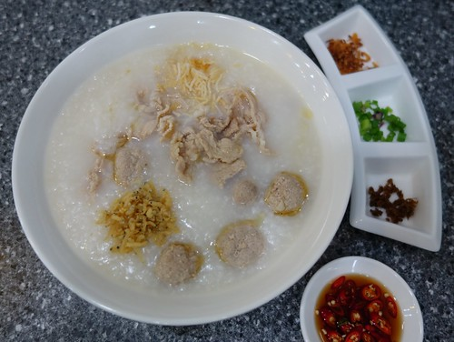 Traditional Porridge at Zhen Zhou Dao - Singapore-Style Porridge