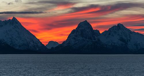 mountains norway lofoten midnatsol