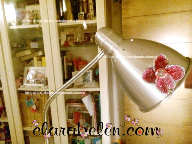 Como decorar una lampara con flores hechas con capsulas de velas muy economicas