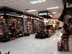 Duty free souvenir shops in Columbo airport
