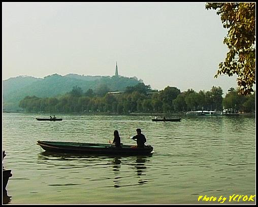 杭州 西湖 (其他景點) - 648 (湖濱路湖畔旁望向杭州地標 保淑塔)