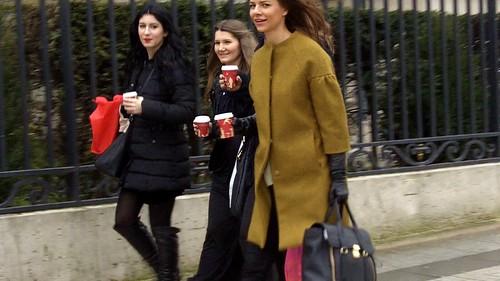 street style - lovely gloved girl - paris