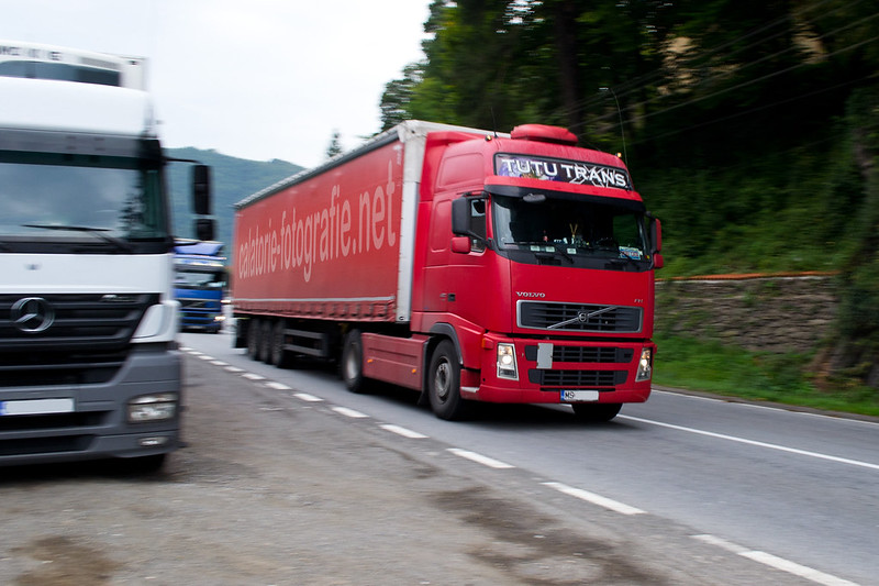 Ciucea - Fotografiind TIR-uri in viteza pe drumul european E60 16210954958_716993b380_c