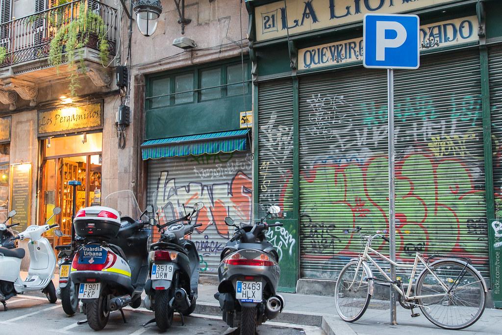 Старый город в Барселоне вечером
