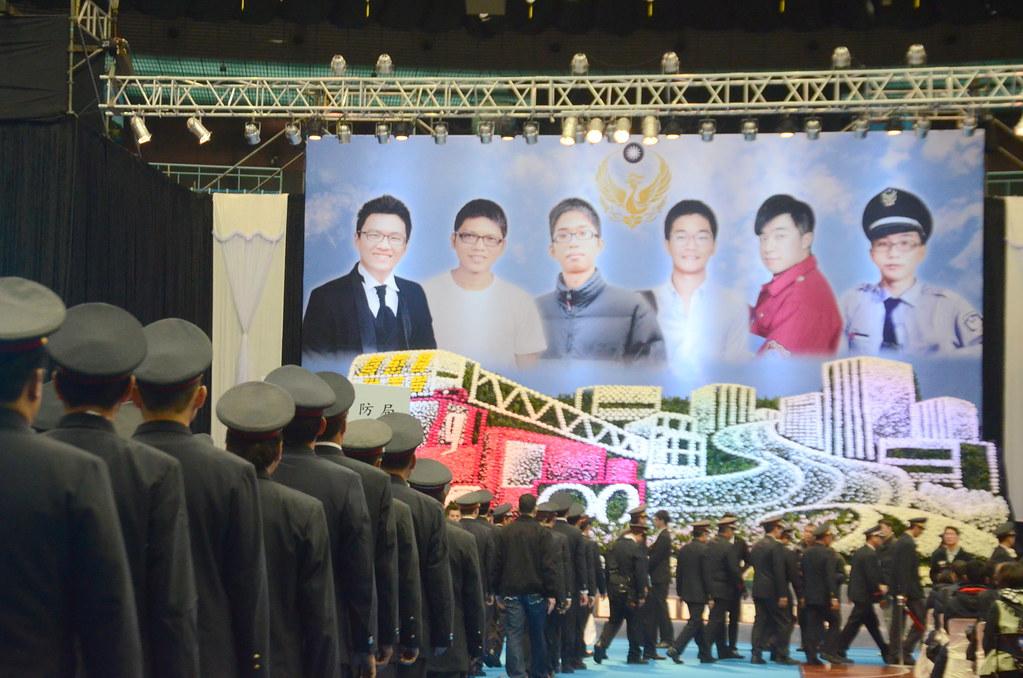 桃園新屋火警殉職消防員公祭在今日舉行,全台各地消防員前來追思。(攝影:宋小海)