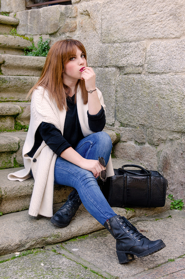 Casual outfit with beige cape and denim
