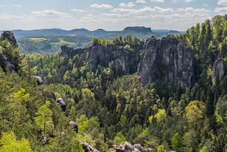 Pavillonaussicht auf Bastei-Felsen und Lilienstein