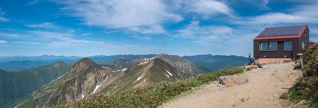 肩の小屋と谷川主脈の山々