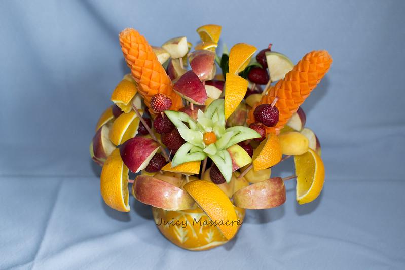 Фруктово-овощной букет в корзинке
