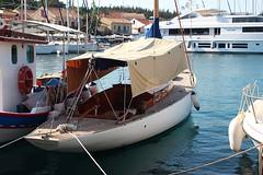 what an elegant boat