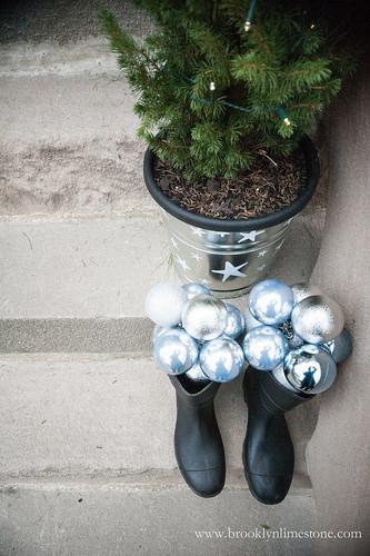 ChristmasStoopBrooklynLimestone20131201-6
