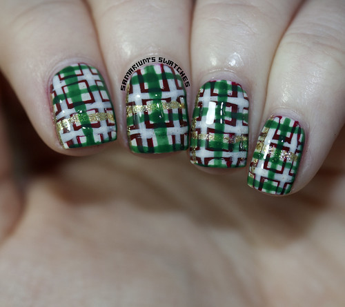 Christmasy Plaid Nail Art