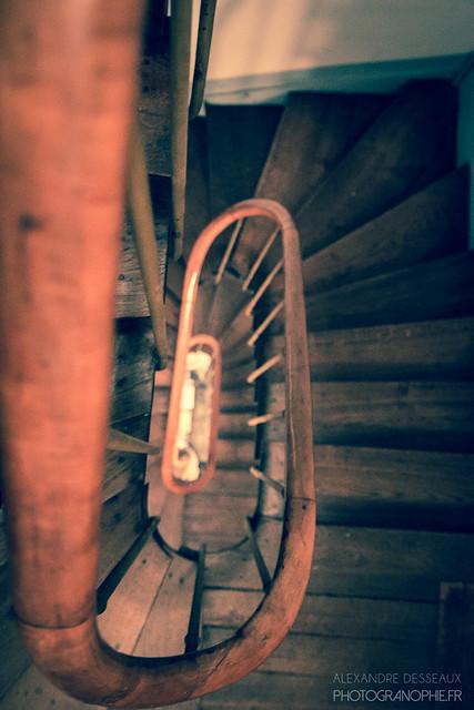 vieil escalier en bois flickr photo sharing. Black Bedroom Furniture Sets. Home Design Ideas