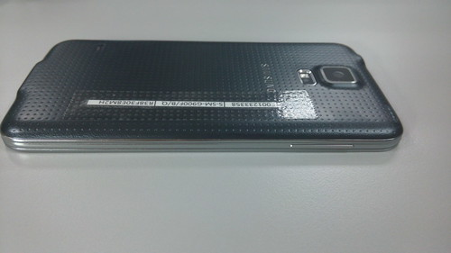 Samsung Galaxy S5 ด้านซ้าย