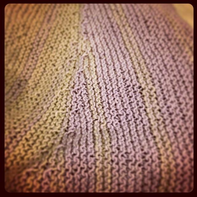 Stripes #yarn #jojilocatelli #ravelry #fattoamano #instaknit #handmade #grignasco #iolavoroamaglia #lavoroamaglia #knitting #shawl #knit #serialknitter
