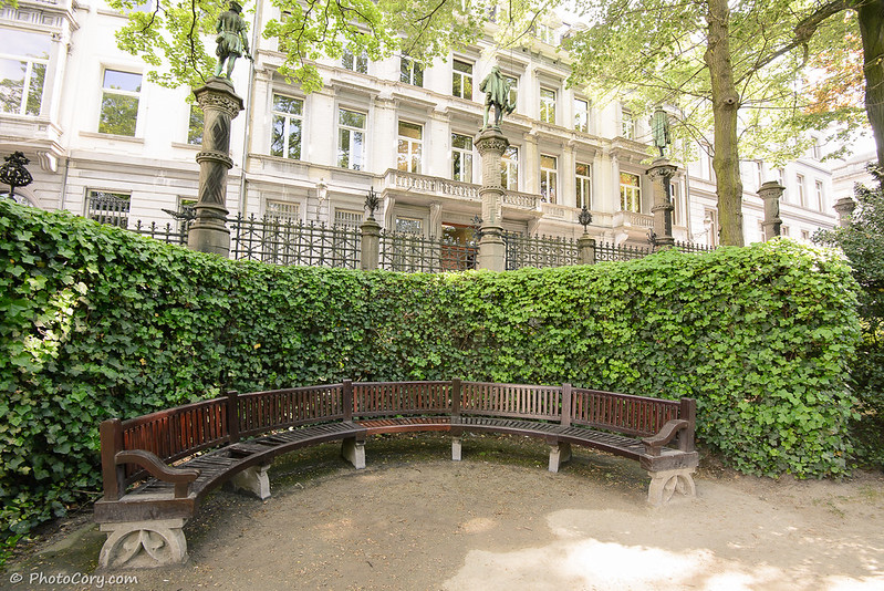 Round wooden bench in the small Sablon garden