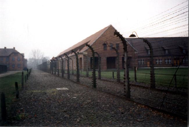 Barracones de Auschwitz. © Paco Bellido, 1995