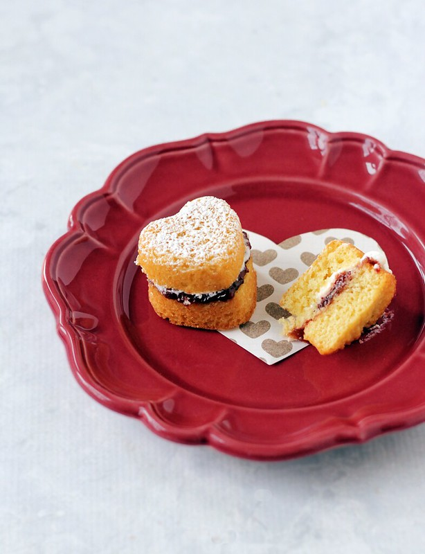 Classic Victoria Sponge Cakes