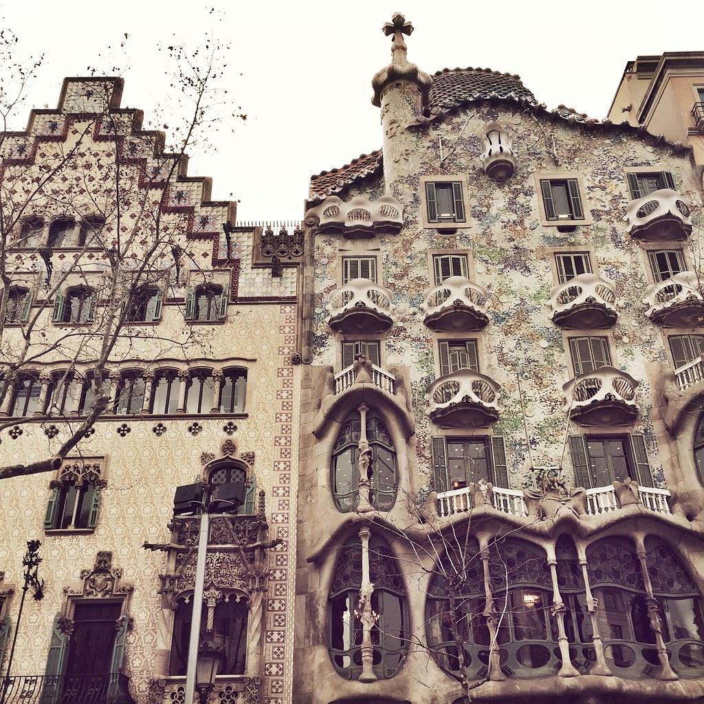Manlul_mango_gaudí_arquitectura_barcelona_1