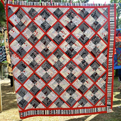Black, White and Red - Wanda Borowicz (Quilted by Trish Barry)