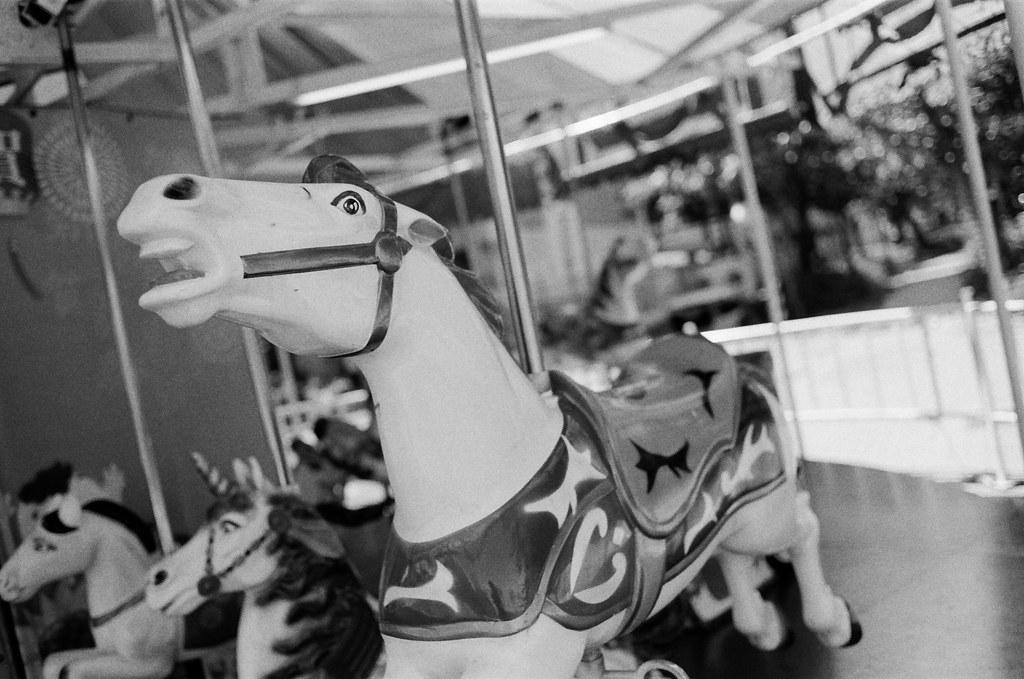 高雄愛河 Taiwan / Kodak TRI-X 400 / Nikon FM2 旋轉木馬的馬,但為什麼那時候在拍感覺它的眼睛有點過度真實的看著我。  過度真實的停留在某個空間狀態。  喔,或許自己也被關在某個狀態下吧。  Nikon FM2 Nikon AI AF Nikkor 35mm F/2D Kodak TRI-X 400 / 400TX 3123-0014 2016-02-07 ~ 2016-04-04 Photo by Toomore