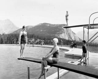 Swimming pool at Banff Springs Hotel, Alberta / Piscine de l'hôtel Banff Springs, en Alberta