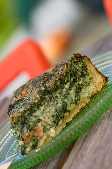 Smoked salmon and spinach quiche. Suitsulõhe-spinatipirukas.