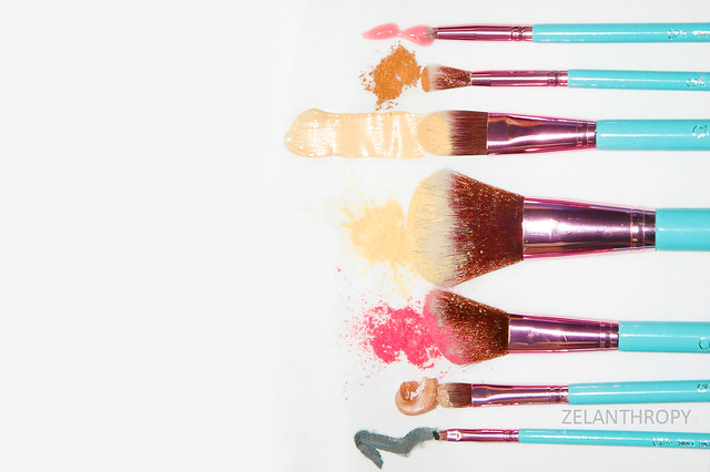 with products, Chic cosmetics cover photo, chic cosmetics manila, chic cosmetics 7 piece brush set, best brushes, great affordable brushes, travel brushes, brush set, brush case