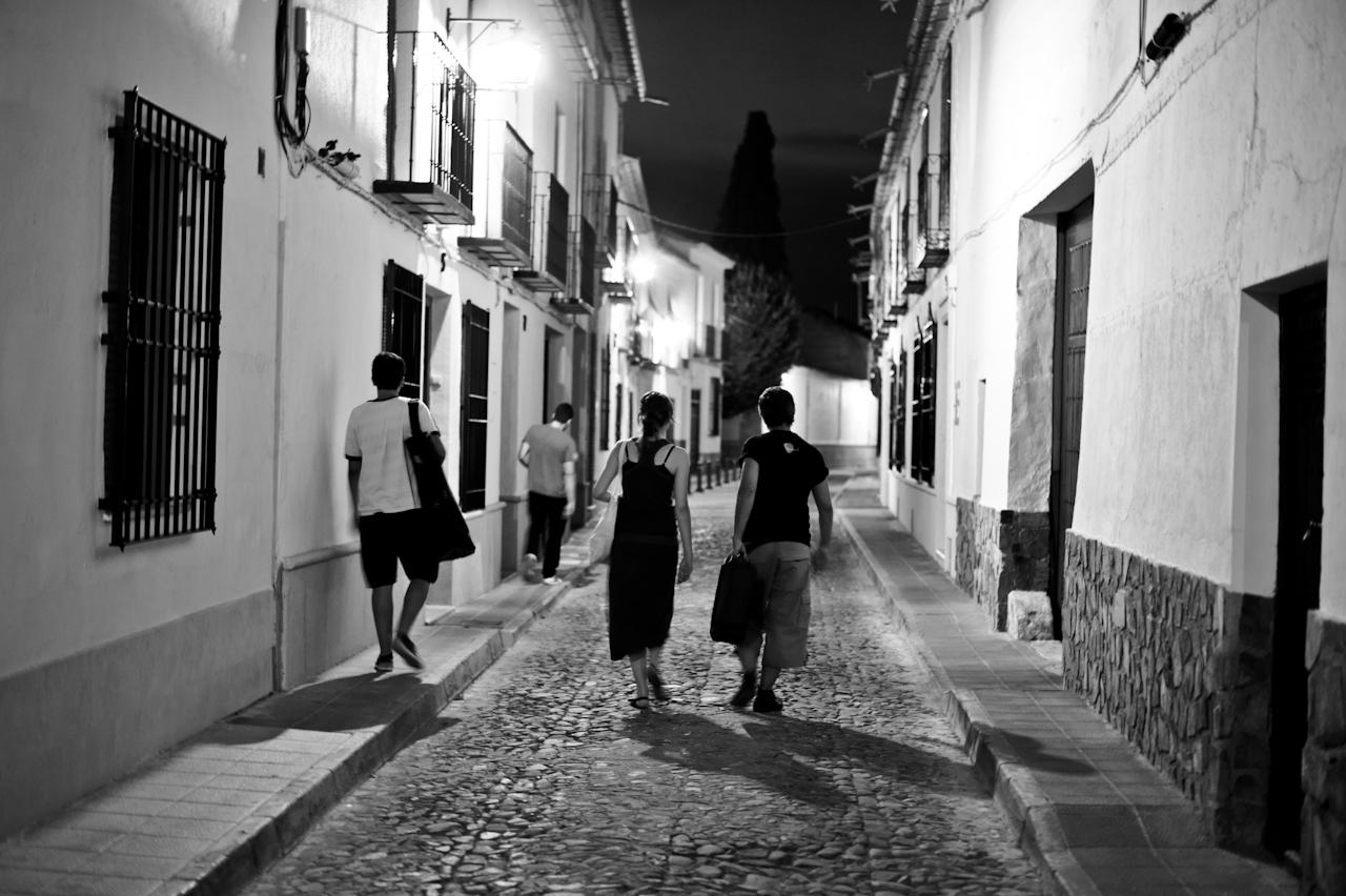 Retrato en blanco y negro de una calle de Almagro. Autor, Festival de Almagro