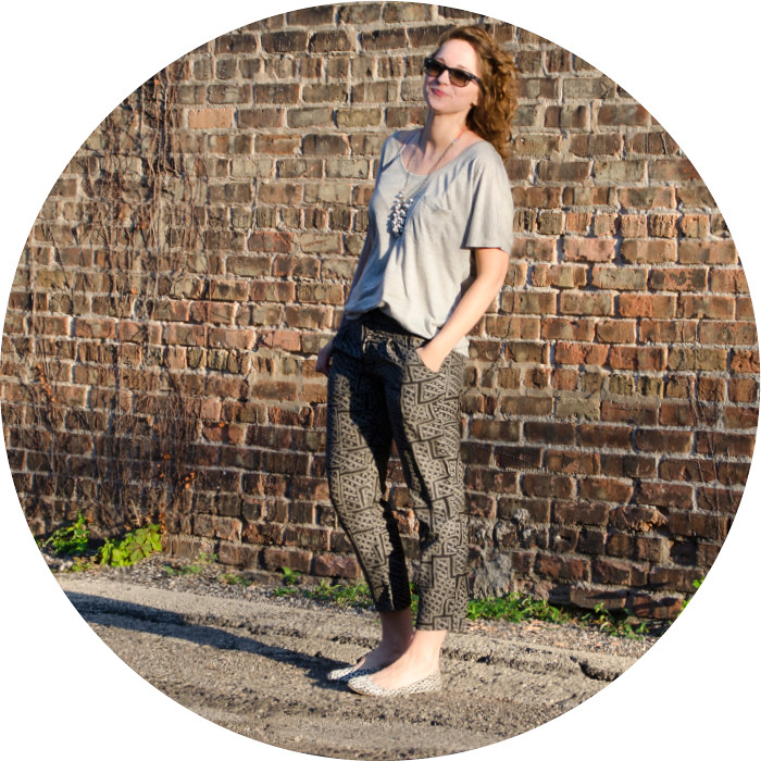 print pants, everlane ryan tee, gray and navy, comfy outfits, ootd