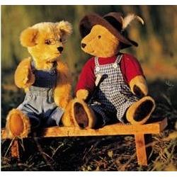 Two teddy bears on a bench