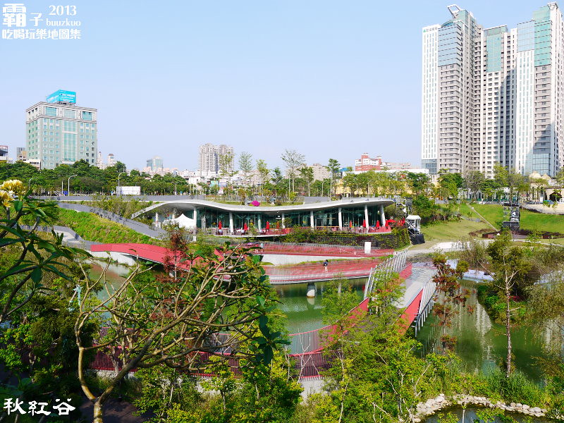 11268038105 3cb1aaae74 b - 秋紅谷廣場,獨特的下凹式生態景觀公園,台中新一代的熱門景點。