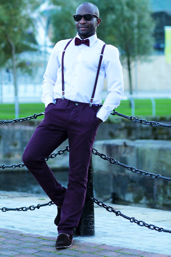 How To Wear Burgundy pants, How To Wear Burgundy trousers, How To Wear mens Burgundy pants, male celebrities in burgundy pants, What color shirt looks good with Burgundy  trousers