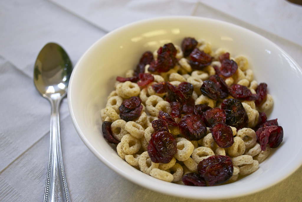 cheerioes with craisins