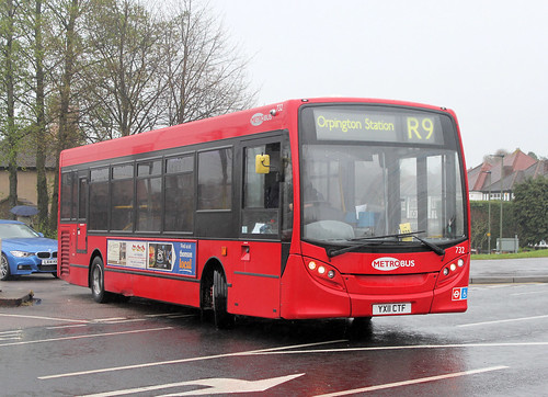 """Metrobus route R9 at Orpington """"War Memorial"""""""