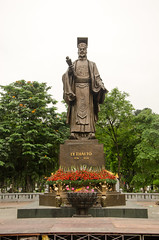 Statue of Lý Thái Tổ