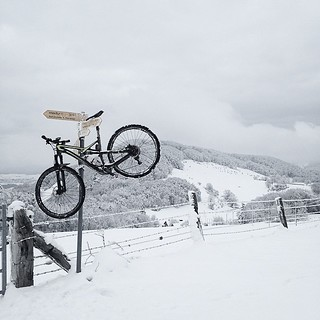 federleicht... #winterpokal #mountainbiking #snowride #specialized #iamspecialized #mtb #vtt #froburg