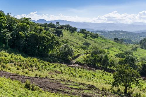 weide wolken berge landschaft lavega karibik hatillo mogote dominikanischerepublik nordamerika cordilleracentral