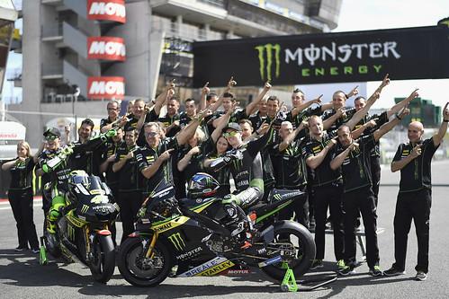 Tim dan pebalap Monster Yamaha Tech 3 bergaya Z Style di sirkuit Le Mans (2)