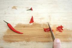 29 - Chilis zerkleinern / Mince chilis